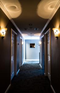 massage_corridor_theupperhanddayspa
