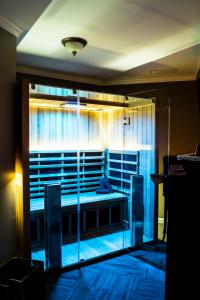 infrared_sauna_room_theupperhanddayspa