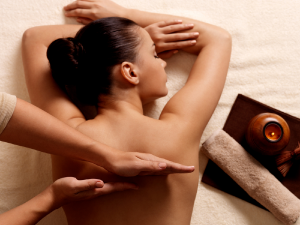 woman_having_a_relaxing_massage_theupperhanddayspa
