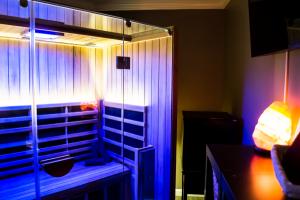 oasis_infrared_sauna_theupperhanddayspa